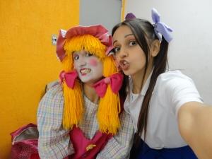 Giselle Pereira e Elaine Oliveira no camarim do Teatro Palhaço Carequinha - RJ