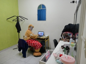 Fabrícia Vivas no camarim do Teatro Palhaço Carequinha - RJ